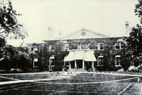 Unknown photographer, Grange front lawn with tennis court, around 1880