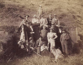 Unknown photographer, Happy travelers on a hillside, 1890s